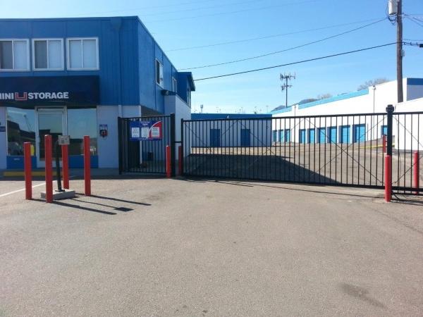 Storage units at mini u storage motor city 914 motor for Colorado springs motor city